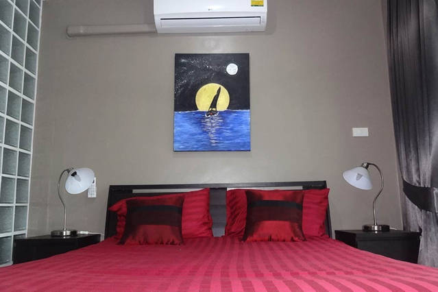 rent studio comfortable bed with air conditioning and 4-speed ceiling fan
